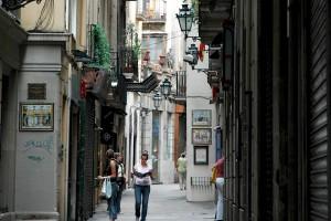 La calle Petritxol esta ubicada en plena zona turística de barrio gótico de Barcelona