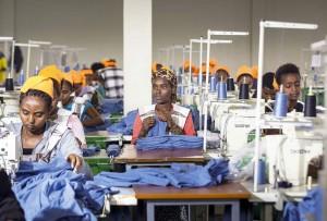 Trabajadoras de una fábrica de confecciones en las afueras de Adís Abeba, capital de Etiopía