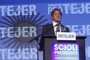 Daniel Scioli durante el discurso que dio en Pro Textil 2015, expresando su compromiso hacia el sector textil