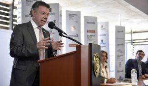 Al inaugurar Colombiamoda, el presidente Juan Manuel Santos comprometió su apoyo a la cadena industrial textil confeccionista