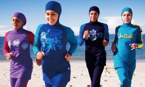 El uso del burkini se esta convirtiendo en un hit en las playas de Europa